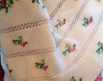 Vintage crocheted throw.....cross stitch roses....french country.....shabby cottage....fringed edges