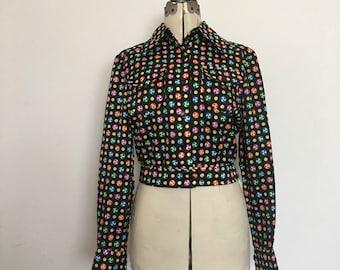 Cropped Retro Womens Blouse or Jacket Ginori Sportswear Bold Multi Color Pin Wheel Novelty Print 1970's Medium