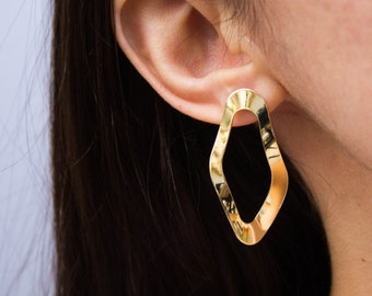 Wavy -earrings (16K gold plated structured wave statement earrings)
