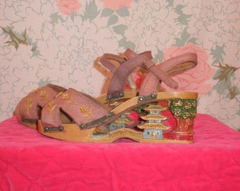 1940s carved wooden wedge platforms 40s WW2 japan souvenir pagoda wedges sandals shoes size 6 1/2