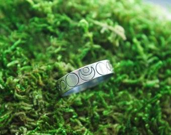 Crescent Moon Ring Band | Moon Phase ring band | 5mm ring band | moon ring
