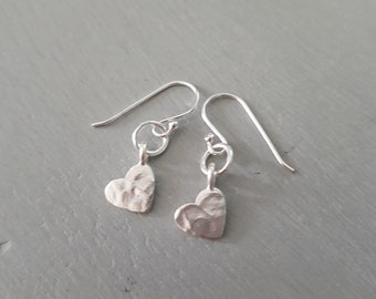 Tiny Sterling Silver hammered heart earrings, small Silver heart earrings, simple Silver earrings, dainty Silver drop earrings Heart jewelry