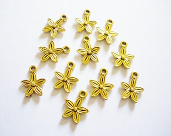 10 golden flowers charms