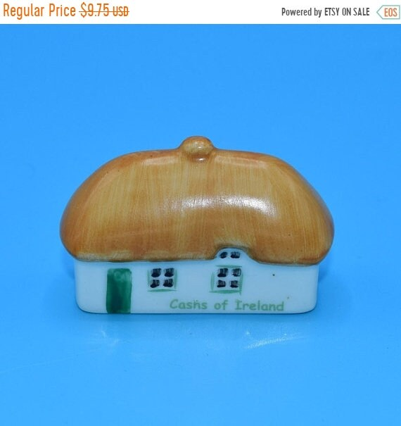 Delayed Shipping Cashs of Ireland Figurine Vintage Irish Dresden Thatched Roof Cottage Figurine Hand Painted Dollhouse Figurine Christmas Vi