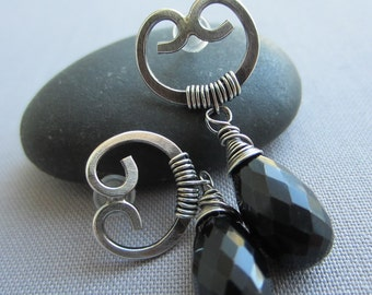 Silver Stud / Black Spinel Stud Earrings/ Artisan Earrings/ Silver Wire Earring/ Hammered Stud Earrings w. Black Spinel/ Black