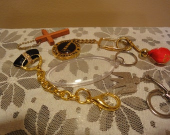 Grouping of Womens Vintage Keychains/Jewelry/Fashion/Clothing/Vintage Jewelry
