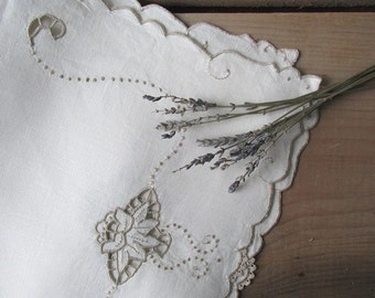 Vintage Linen Placemats Set of 4 Embroidered Placemats