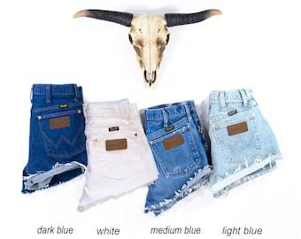 Vintage WRANGLER Shorts Denim Cutoff Shorts Tattered Blue Distressed Highwaist Jean Shorts Custom Fit
