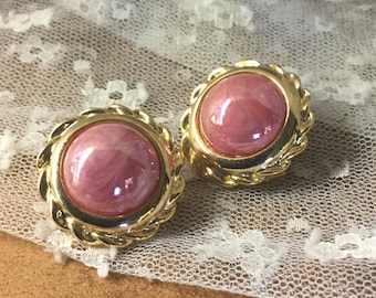 Lovely Dusty Rose Pink Gold Tone Button Dome Earrings Unsigned Clip On 1970's 1980's Rope Edge Opalescent Pearlescent Finish Vendome Style