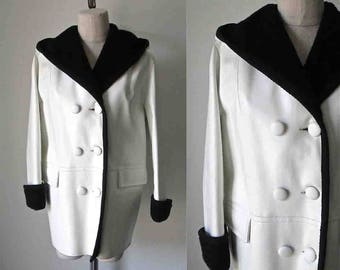 Vintage 1960's pleather coat WHITE MOD sherpa lined hooded jacket - L