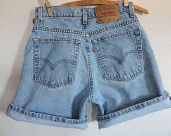 Vintage Levi's Denim High Waisted Jean Shorts size 9 Denim 550 Relaxed Fit