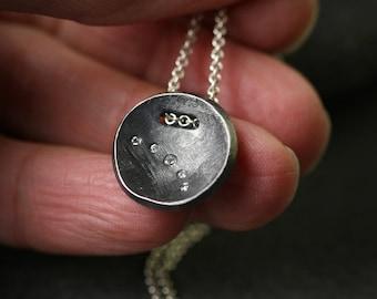 Ganz moderne winzigen Diamanten und oxidiertem Sterling Silber Halskette