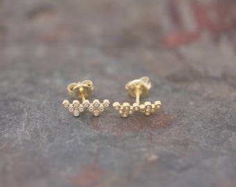 Wave stud earrings
