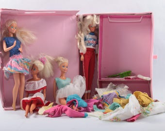 Barbie, Dolls And Fashion, Pink Case, With Four Dolls, Mix and Match Clothes, Accessories, Mattel, Vintage, Toys ~ The Pink Room ~ 170323