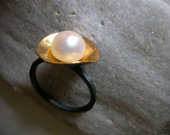 gold plated disc with white freshwater pearl on oxidized sterling silver ring