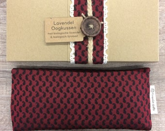 Lavender eye pillow with Indian silk cover - red & black