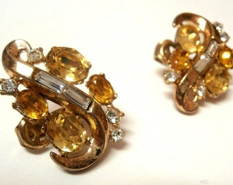 Vintage Trifari Signed Clip On Earrings Gold tone w/Topaz, Citrine and Clear Crystals (D)