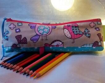 Trousse crayons de couleurs.