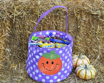 Personalized Halloween Candy Bucket with Smiling Pumpkin Design / 4 Bucket Colors