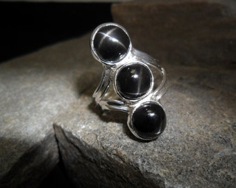 Sterling silver ring decorated with 3 star CR