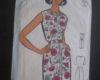Vintage French lingerie Robe  dress pattern, sewing pattern, Patron Model size 44- France Echo Mode  Fashion