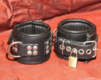 Padded wrist cuffs, approx. 65mm wide, Premiun line, lockable