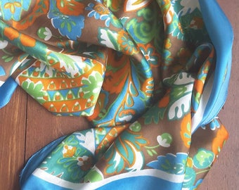Vintage scarves with gorgeous vintage colors. By 13.75 for 9.25 euro
