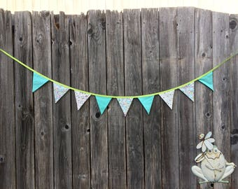 7 3/4-foot spring bunny banner (turquoise)