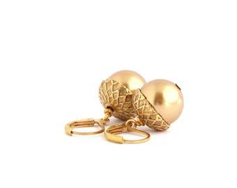 Pearl Earrings - Acorn Earrings - Gold Pearls - Dangle Earrings - Woodland Jewelry - Rustic Jewelry - Autumn Jewelry - Acorn Jewelry