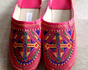 Moroccan Berber Slippers - Traditional Moroccan Babouches in pink