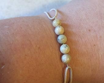 Howlite beaded sizable bracelet