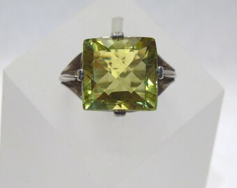 10.90 ct. Prasiolite Leek Green Yellow Gemstone Ring ~ Sterling Silver Prong Setting - Size 7 - R222