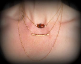 Triple strand gold plated chain (1 x 2 mm) of 37 cm + 5 cm with Brown and orange dragon vein Agate bead chain.