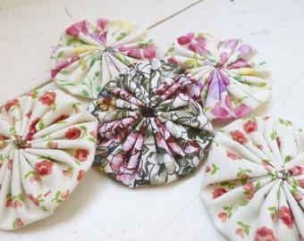 Quilting yo-yos, fabric yo-yos, yo yo quilt , sewing yo-yos, white fabric yo yos,  ready to ship, handmade, cotton fabric
