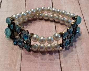 Beautiful Blue and Pearl Stretch Bracelet
