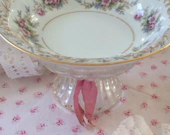 Shabby chic bowl on stand
