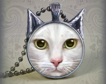 WH8 WHITE CAT Pendant