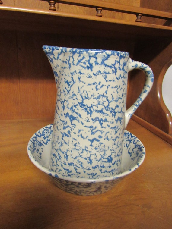 Blue and white spongeware pitcher and bowl