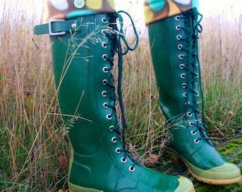 SLUGS Fleece Rain Boot Liners Brown Retro Rain Drop Cuff, Winter Rainy Day Fashion, Wellington Boot Socks, Boot Cuffs (SM/Med 6-8 Boot)