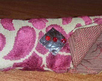 Eyeglass case in beige and Red