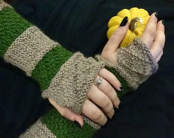 NEW LISTING! Tan and Green Fingerless Gloves