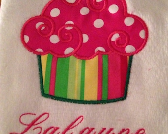 Infant burp cloth: Personalized/customized/monogrammed baby burp cloths, cloth diapers, spit rags. Cupcake