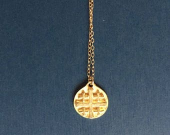 Small gold coin/medallian necklace