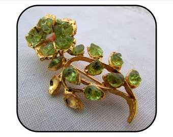 Vintage Gold Plated Italian Pin Brooch of a Flower with Bright Green Glass, 70s, costume jewelry