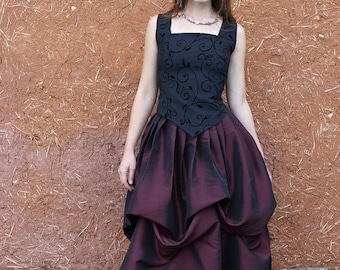 black and plum skirt puffy elven, medieval style made in two complementary colors. Cape diem