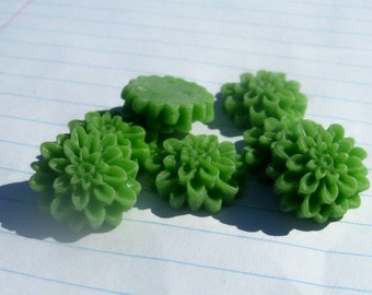 10 MEDIUM MUM Cabochons - 16mm - Grass Green Color