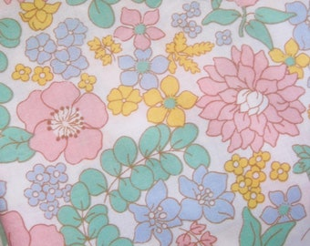 Vintage Sheet Fabric, Flower Sheet, Sheet Fabric, Reclaimed Fabric, Pastel Flowers, French Sheet Fabric, Patchwork, Quilting, Up-cycling