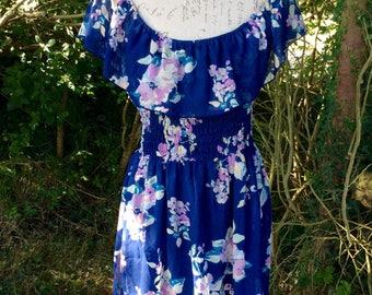 Beautiful royal blue floral print scoop-neck summer dress