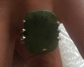 Natural nephrite canadian jade ring, 925/1000 sterling silver - size 63.3