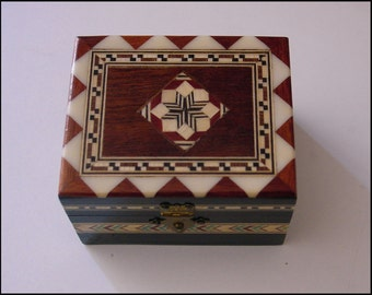 Vintage Wood Inlay Marquetry Jewelry or Trinket box, with Classic Harlequin or geometric pattern